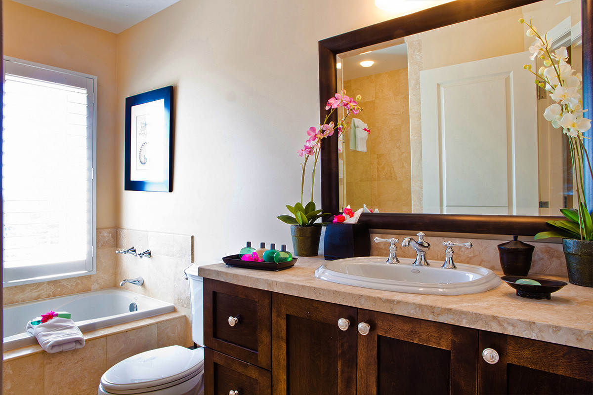 one bedroom with den. Enjoy gracious  Grace Bay accommodations with 7 one bedroom suites at Villa del Mar Large rooms offer 1 098 sq ft and separate den Turks Caicos Resort One Bedroom Suites