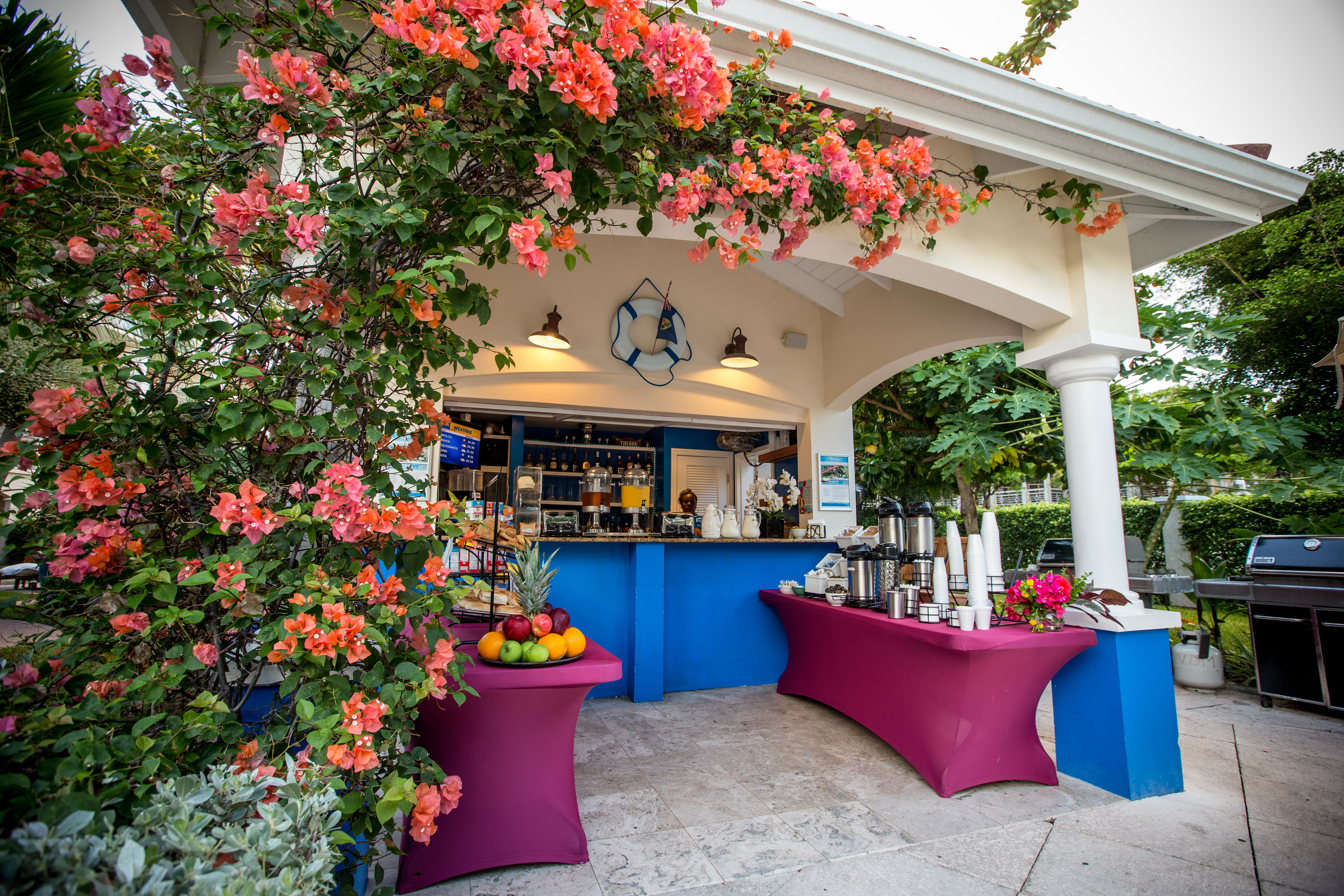Villa del Mar offers a complimentary continental breakfast served poolside